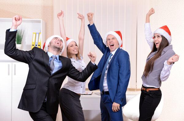 Gör dina medarbetare glada i jul med rätt företagspresent.