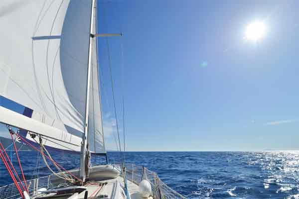 Segla med besättning med More Sailing
