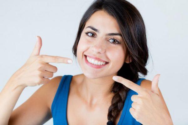 Ett vackert leende med tandblekning hemma